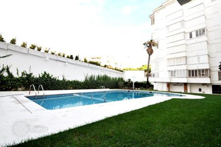 Cheap apartments with pools for sale in Lloret de Mar. Comfortable apartment in a luxury residential complex in Lloret de Mar, Spain