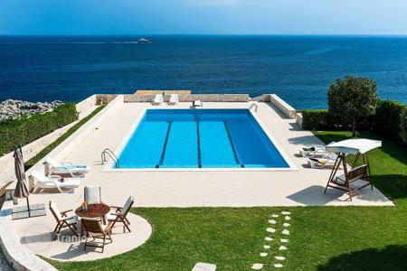 Villas and houses for rent with swimming pools in Siracusa. Acquamarina