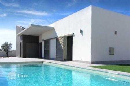 Houses with pools for sale in Alicante. New buildings in Benijófar