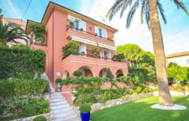 5 bedroom houses for sale in Roquebrune - Cap Martin. Charming villa in Cap Martin