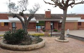 6 bedroom houses for sale in Catalonia. Farm in Tordera