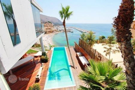 Luxury houses for sale in Altea. Villa of 4 bedrooms with infinity pool and open sea views in Altea