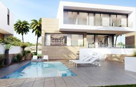 5 bedroom houses for sale in Spain. Luxury villa on the beach in Torre de la Horadada