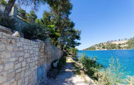 Villa with a private garden, a direct access to the beach, a parking and a sea view, Brac, Croatia for 330,000 €