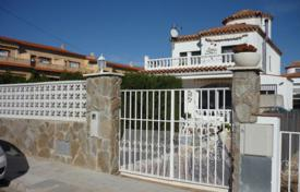 5 bedroom houses for sale in Tarragona. Villa with a private garden, a pool and terraces, Mont Roch del Camp, Spain