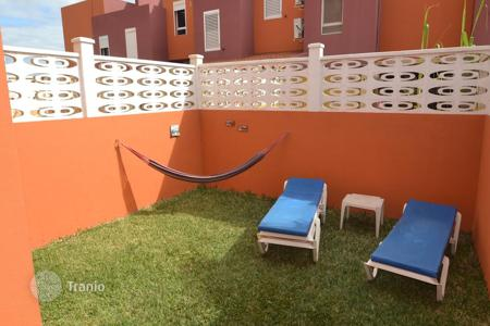 Cheap 4 bedroom houses for sale in Spain. Beautiful triplex in Los Llanos — Vecindario