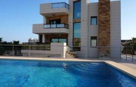 Luxury 3 bedroom houses for sale in Costa Blanca. Villa of 3 bedrooms with private pool in Torrevieja