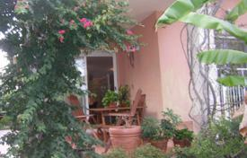 Cottage with a private garden and a garage, Cambrils, Spain for 265,000 €
