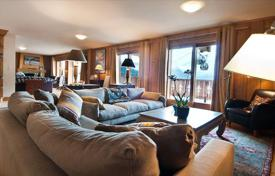 5 bedroom villas and houses to rent in Bagnes. Two-level penthouse with 5 bedrooms, balcony, spacious living room with fireplace, ski room and parking. Verbier, Switzerland