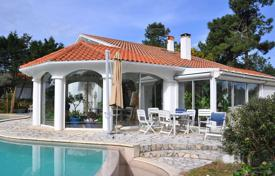 Off-plan houses with pools for sale in France. Charming villa near the beach in Anglet, Aquitaine, France