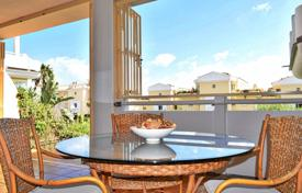 Coastal residential for sale in Andalusia. 2 bedroom and 2 bathroom ground floor apartment, just 500 meters from the beach