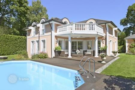 Houses with pools for sale in Bavaria. Mediterranean villa in Grunewald
