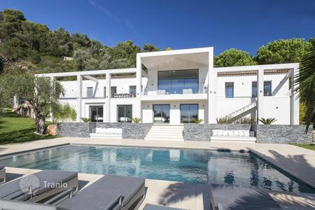 6 bedroom apartments for sale in Villefranche-sur-Mer. Ultra-contemporary villa in Villefranche-sur-Mer on the Cote d'-Azur, France
