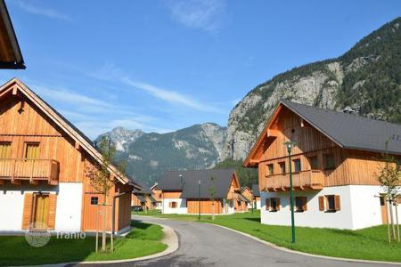 Property for sale in Upper Austria. Attractive chalets on the lake near Hallstatt