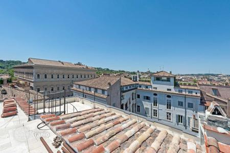 Luxury penthouses for sale in Lazio. Stunning apartment with terraces on the penthouse floor of a lovely building in Campo de'Fiori