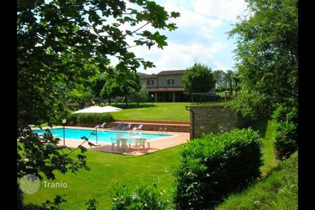 Apartments for rent with swimming pools overseas. Apartment – Subbiano, Tuscany, Italy