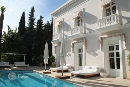 Residential for sale in the United Kingdom. Villa of the 19th century in style of Belle Epoque, Oxford, Cannes