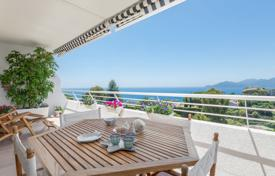 Apartments with pools for sale in Cannes. Cannes — Croix des Gardes — Top floor apartment