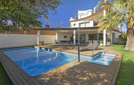 Houses with pools by the sea for sale in Valencia. Villa in Cabo Huertas