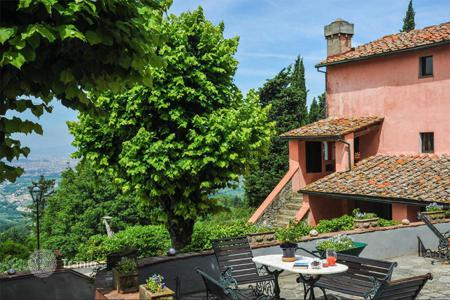 Property for sale in Bagno A Ripoli. Exclusive farmhouse for sale in Tuscany. The property, 440 sqm in size, includes a stone farmhouse (380 sqm) and an outbuilding (60 sqm)