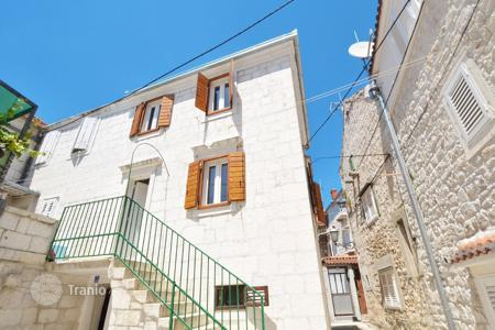 Coastal residential for sale in Trogir. Stone house in Seget