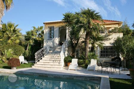 3 bedroom houses by the sea for sale in Antibes. Provencial style villa for sale in Cap d'Antibes