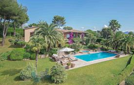 Property to rent in Saint-Paul-de-Vence. Saint-Paul de Vence — Villa with panoramic sea view in private domain