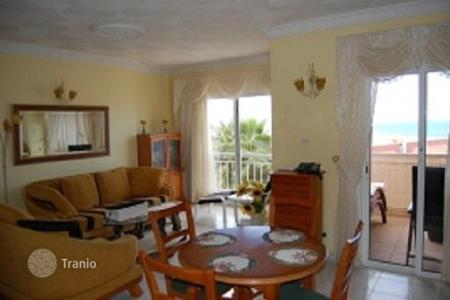 Cheap residential for sale in Callao Salvaje. Furnished apartment with a terrace, in a residence with a swimming pool, Tenerife, Spain