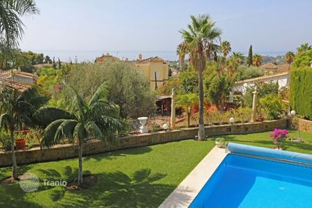 Luxury 5 bedroom houses for sale in Costa del Sol. Magnificent five bedroom villa with wonderful views in El Rosario
