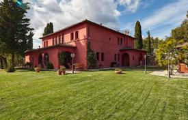 Two-storey villa with a pool and a huge plot in Monte San Savino, Tuscany, Italy for 1,690,000 €