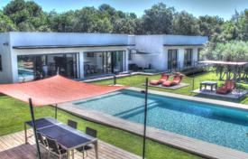 4 bedroom houses for sale in Bouches-du-Rhône. Close Aix-en-Provence — Modern architect villa