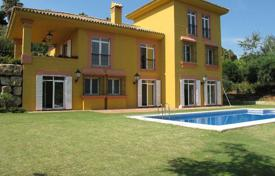 4 bedroom houses for sale in Castille and Leon. Spacious villa overlooking the green zone of the Valderrama hills