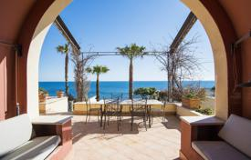 Sea front Villa just 40 min drive from Rome for 2,000,000 €