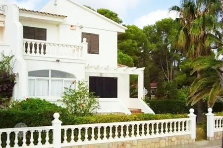 4 bedroom houses by the sea for sale in Costa Dorada. Villa – Mont-roig del Camp, Catalonia, Spain
