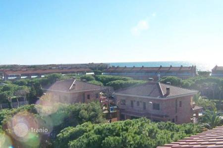4 bedroom apartments for sale in Costa del Garraf. Duplex penthouse in one of the most prestigious residential complexes in Gava Mar, Spain