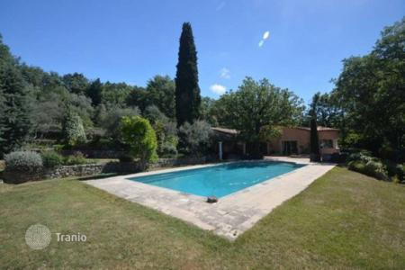 Luxury property for sale in Chateauneuf-Grasse. Villa – Chateauneuf-Grasse, Côte d'Azur (French Riviera), France