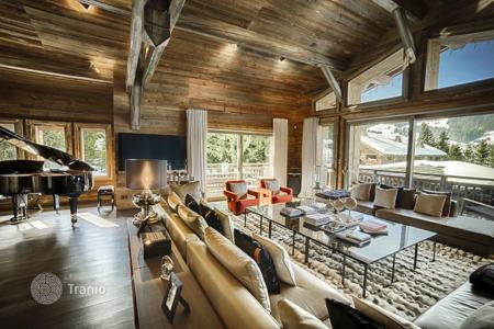 Chalets for rent in Megeve. Chalet in Megeve, France. House for 12 people, with balconies, an office, a gym and a game room