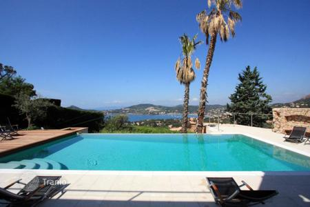 Property to rent in Saint-Raphaël. Villa – Saint-Raphaël, Côte d'Azur (French Riviera), France