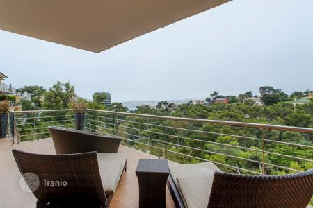 Luxury residential for sale in Lisbon. Four-storey apartment with a panoramic view of the ocean in Cascais. Price lowered!
