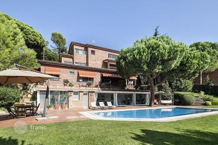 Luxury houses with pools for sale in Catalonia. Luminous villa with a library and a fireplace in the suburb of Barcelona, Spain. Large plot with beautiful garden, outdoor pool, garage
