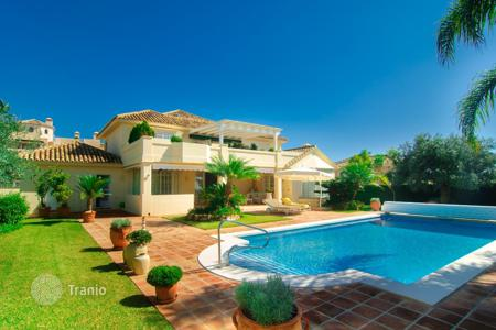 3 bedroom houses for sale in Costa del Sol. Marvellous Villa in Elviria, Marbella East (Marbella)