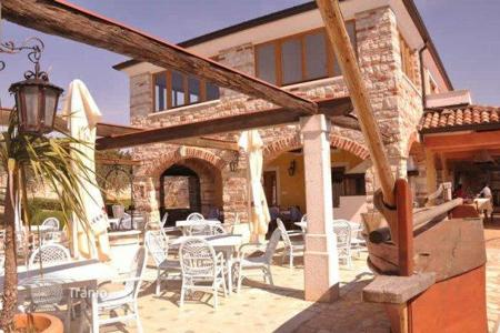 Commercial property for sale in Umag. Business premise Restaurant with apartmemts — Umag