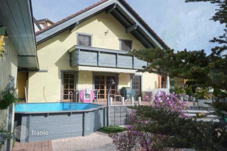 Houses with pools for sale in Schopfheim. Cottage with a separate one-bedroom apartment and a swimming pool in the mountains near Schopfheim