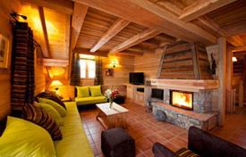 Property to rent in Huez. Ski-in/ski-out chalet with a sauna and parking in Alp d'Huez, French Alps, France