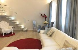 Luxury apartments for sale in Florence. Furnished apartment with a loft, a jacuzzi, and a Turkish bath, in a historic building, Florence, Italy