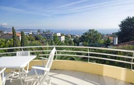 Luxury houses with pools for sale in Nice. Villa with panoramic sea view, garden and swimming pool, in Fabron area, Nice, Cote d`Azur, France