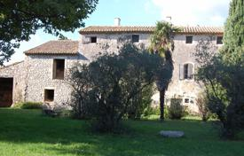 Residential for sale in Bouches-du-Rhône. Eygalières — Property to renovate