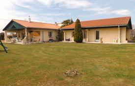 Residential for sale in Occitanie. Modern villa with a covered patio, a landscaped garden and outbuildings, 20 minutes drive from Tournai, Lannemezan, France