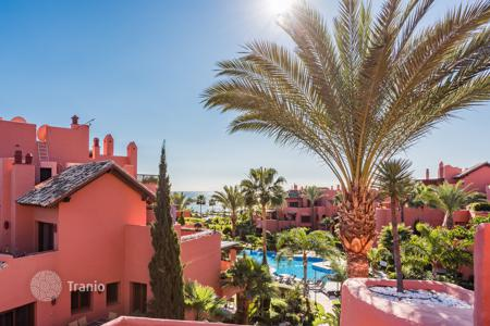 3 bedroom apartments for sale in Costa del Sol. Stunning frontline beach penthouse in Torre Bermeja, Estepona