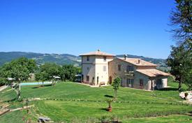Luxury houses for sale in Umbria. A prestigious Umbrian farmhouse for sale, located in the hills of the angels